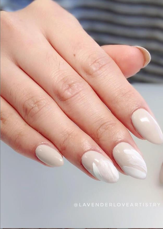 white almond nails for summer