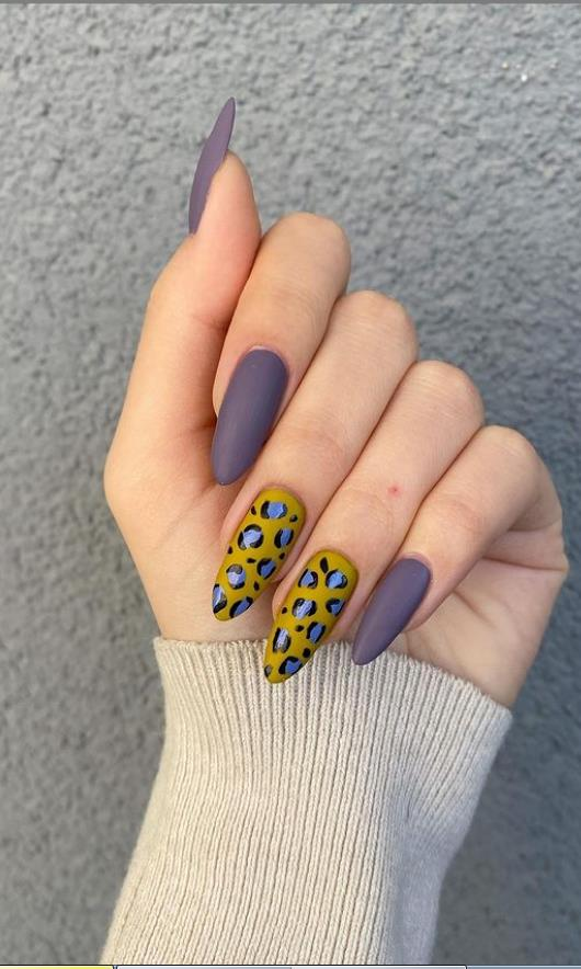 short almond nails for wild character