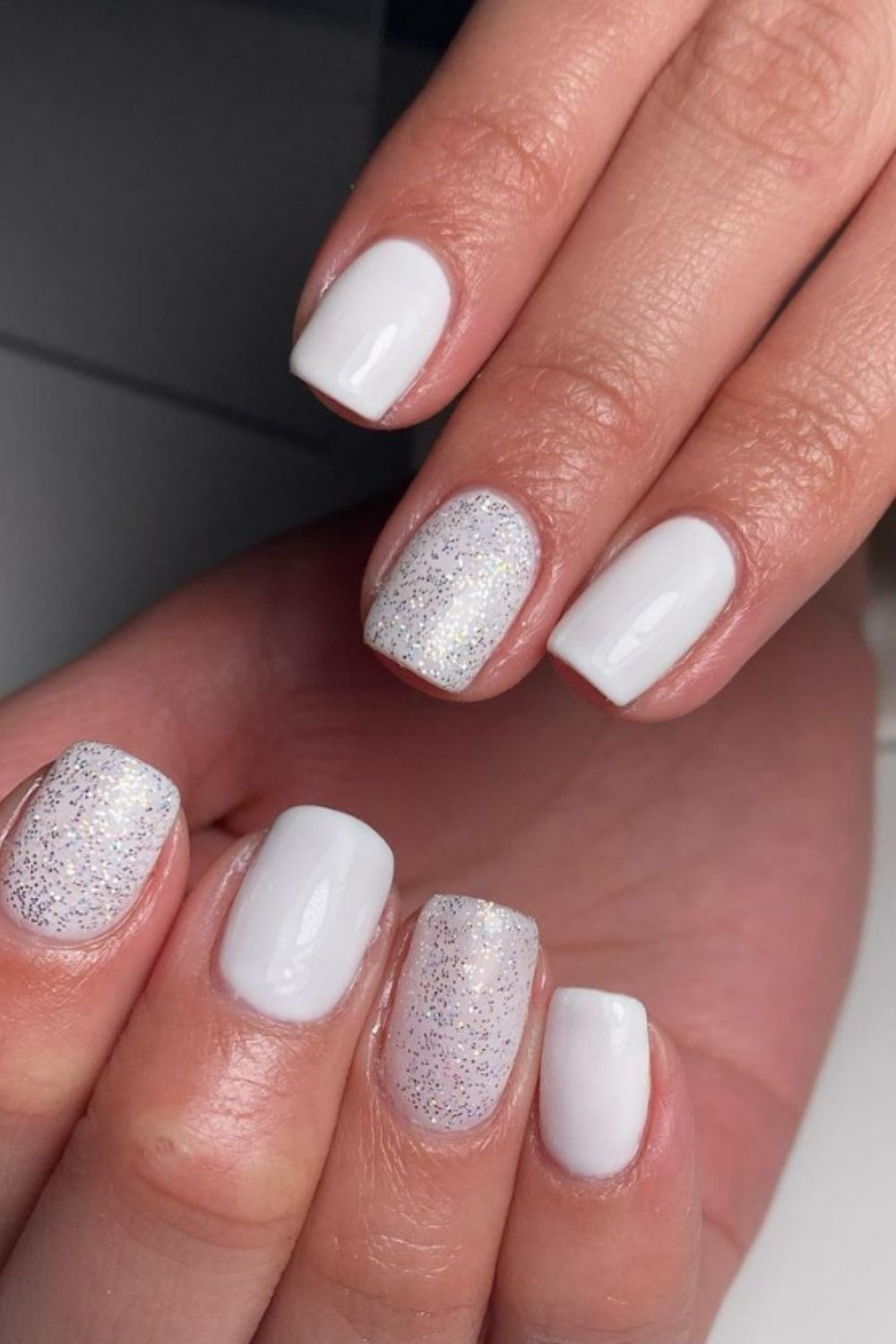 Short glitter nails become a hit in summer vacation 2021