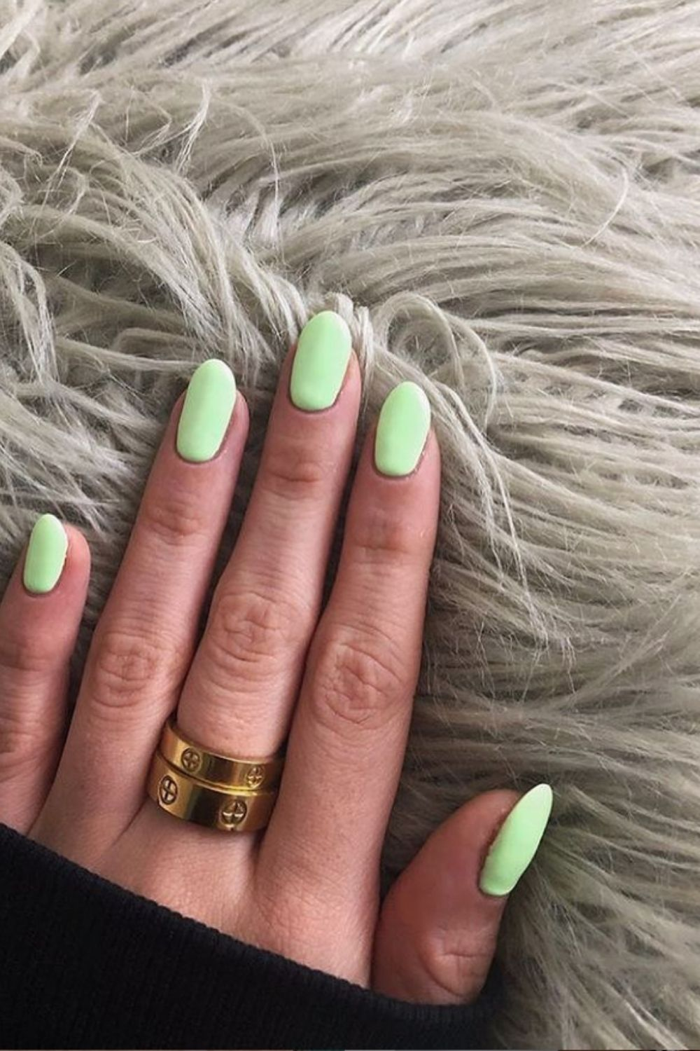 The colorful nail designs like a rainbow in summer vacation 2021