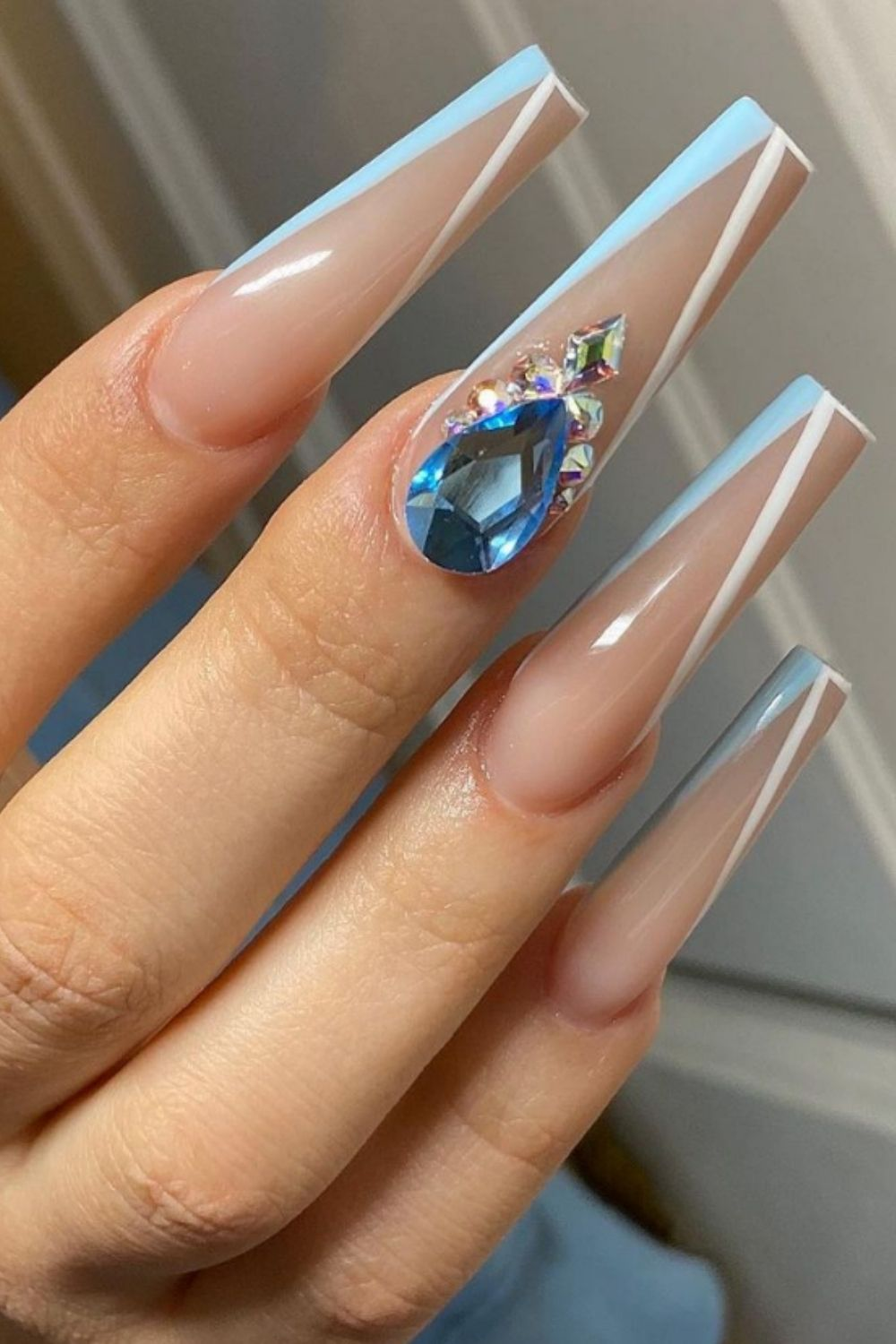 Coffin nail design makes your summer graduation prom more meaningful.